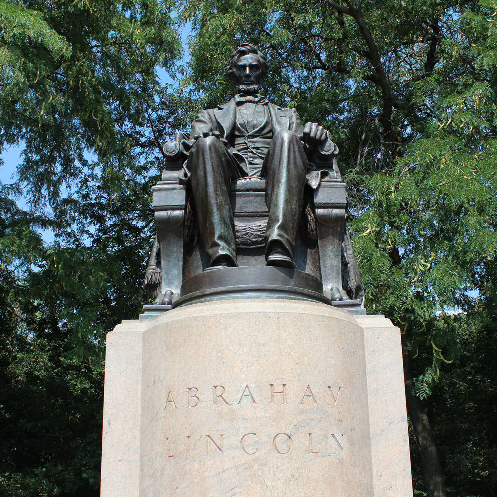 Abraham Seated Lincoln Statue
